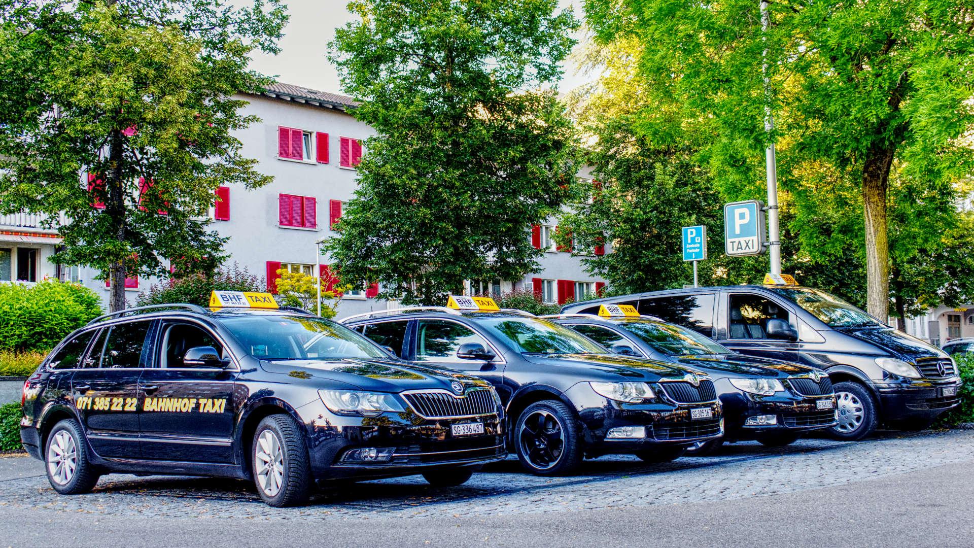 Die komplette Taxi-Flotte von Bahnhof-Taxi Gossau.